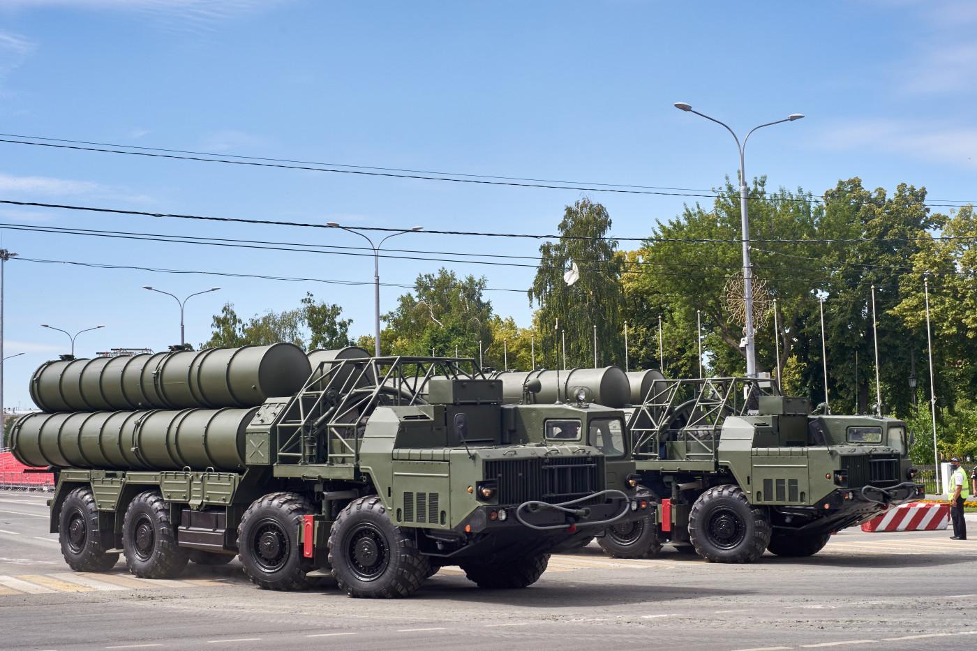 пусковая установка С-300ПС парадного расчета. г. Самара, ул. Вилоновская