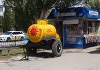 Цистерна на колёсах с квасом. Крым, Евпатория, улица Некрасова