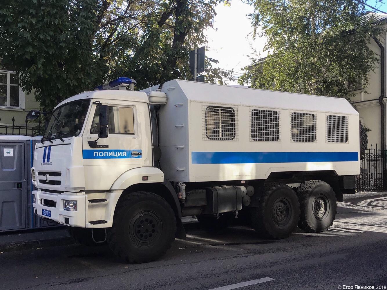 Автомобиль для транспортирования нарядов полиции АТНП-5350 на шасси КамАЗ-5350, #о327399. Московская область, г. Москва, Большой Знаменский переулок