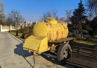 Передвижая бочка-прицеп для кваса. Приднестровье, Тирасполь, территория Покровской церкви