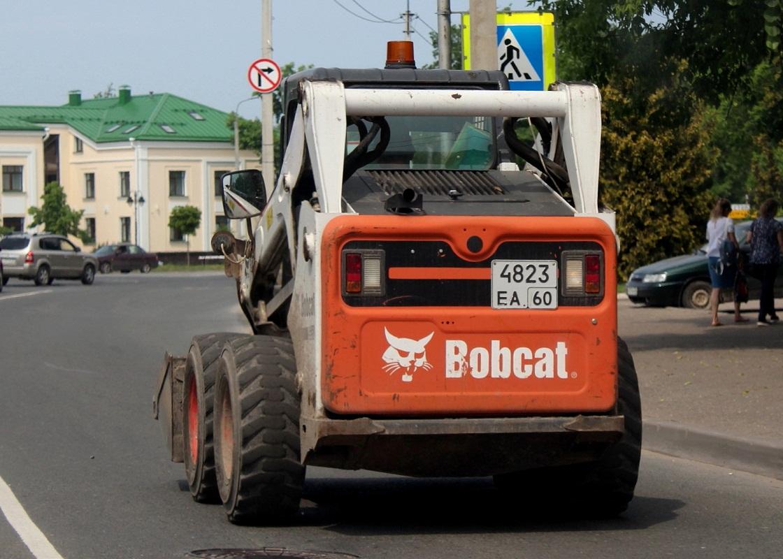 Фронтальный погрузчик Bobcat #4523 ЕА 60. Псков, улица 128-ой Стрелковой Девизии