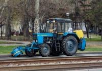 Подметально-уборочная машина на базе трактора Беларус-82.1 (МТЗ-82.1). г. Самара, пр. Ленина
