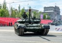 Танк Т-90 парадного расчета. г. Самара, пл. им. В. В. Куйбышева