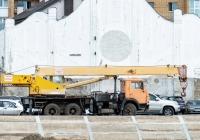 Подъемный кран КС-4572 на шасси КамАЗ-53213. г. Самара, стрелка рек Волга и Самара, территория грузового порта