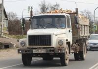 Самосвал ГАЗ-САЗ-35071 на шасси ГАЗ-3309 #Е886КТ60. г. Псков, ул. Советской Армии