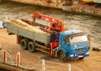 Бортовой грузовой автомобиль КамАЗ-65117 с кран-манипуляторным устройством #У516СР163. г. Самара, берег р. Самара