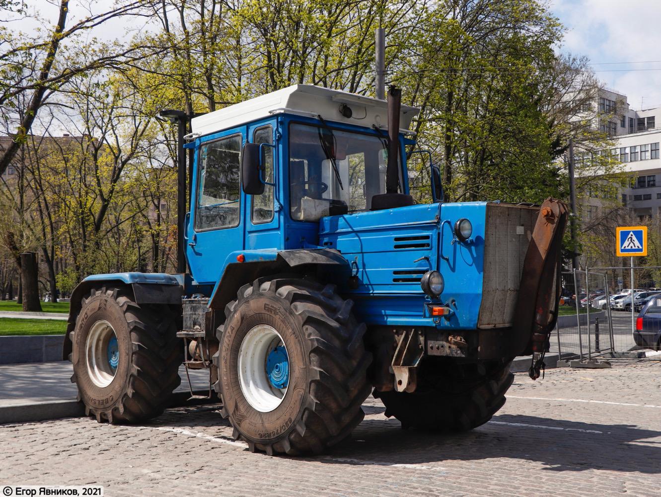 Трактор ХТЗ-17221, #0010ТН. Харьковская обл., г. Харьков, пл. Свободы
