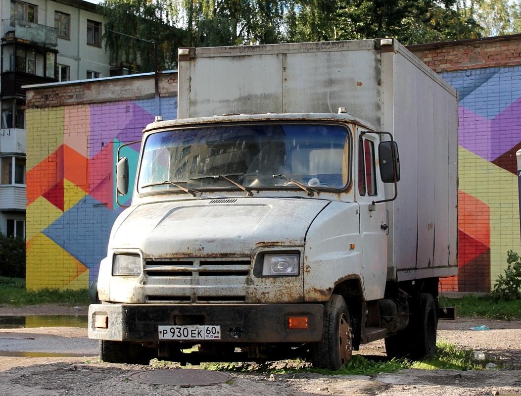 Фургон ЗИЛ-5301АО #Р 930 ЕК 60. г. Псков, Рижский пр.