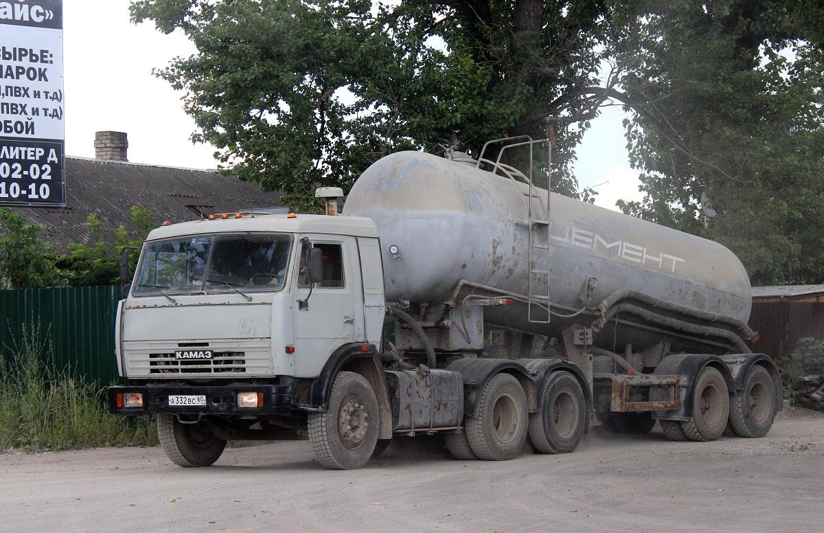 Седельный тягач КамАЗ-54112 #А 332 ВС 60. г. Псков, ул. Льва Толстого