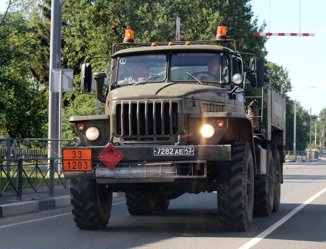 Топливозаправщик на шасси УралАЗ-4320 #7282 АЕ 43. г. Псков, Ленинградское шоссе