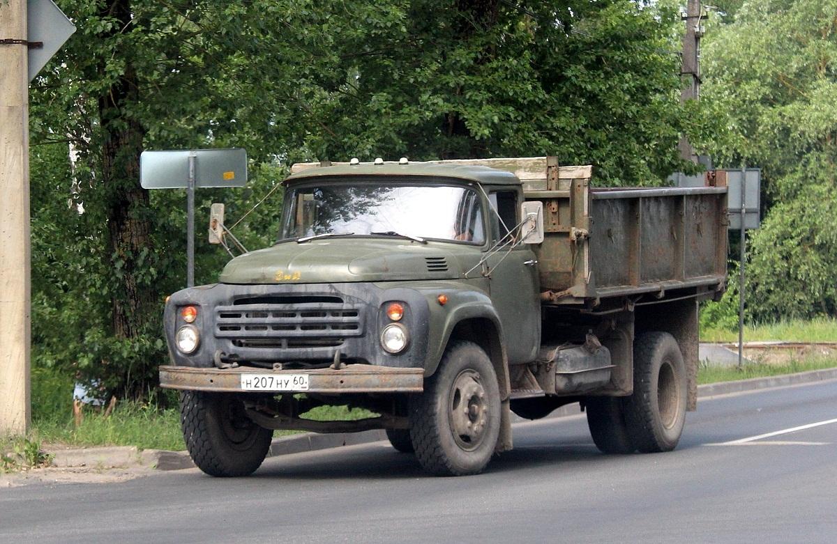 Самосвал ЗИЛ-ММЗ-554М на шасси ЗИЛ-495710 #Н207НУ60. г. Псков, Крестовское шоссе