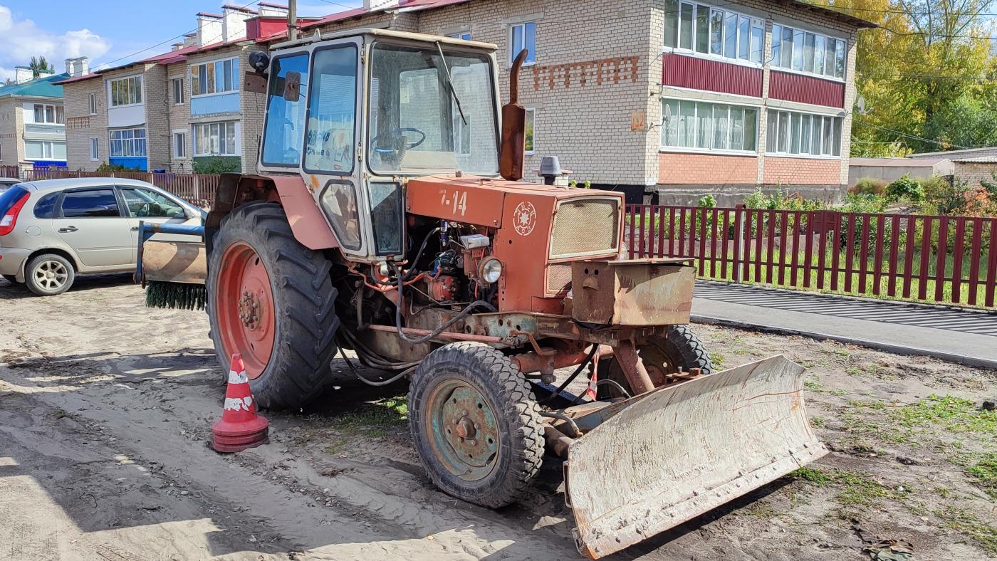 Трактор ЮМЗ-6*. Самарская обл., Шигонский р-н, с. Шигоны, ул. Советская